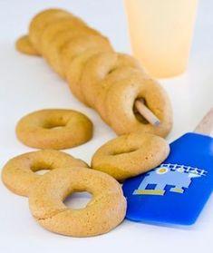 60 γρ. ελαιόλαδο 70 γρ. ζάχαρη άχνη 60 γρ. φρεσκοστυμμένο χυμό πορτοκαλιού 1 κ.γ. ξύσμα πορτοκαλιού (ακέρωτου) 200 γρ. αλεύρι για όλες τις χρήσεις 1 κ.γ. μπέικιν πάουντερ ½ κ.γ. μαγειρική σόδα