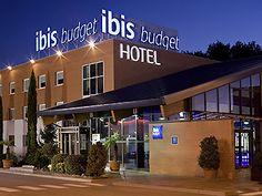 IBIS Budget Hotel Madrid. Best Hotel Deals, Best Hotels, Madrid Hotels, Breakfast Buffet, Shopping Center, Budgeting, Outdoor Decor, Rio Grande, Wi Fi