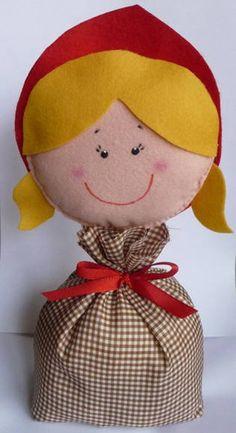 Peso de porta da Chapeuzinho Vermelho e outros personagens. Base feita em tecido e rosto em feltro.