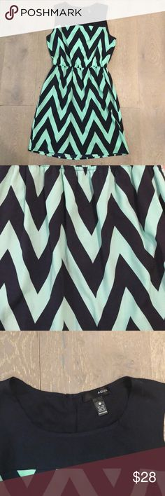 Aqua open back graphic dress. Graphic and a little sexy, this Aqua dress is prefect for your upcoming Spring Break trip.  The triangle cut out in the back shows a little skin and the print helps to slim.  Elastic waist.  Excellent condition. Aqua Dresses Mini