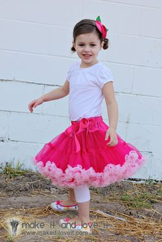 Full and Fluffy Pettiskirt: Little girls love the poof.  Full tutorial how to make this pettiskirt. www.makeit-loveit.com