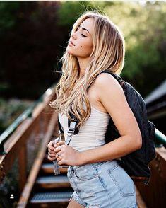 Picture of Charly Jordan Charly Jordan, Bangs With Medium Hair, Foto Casual, Girl Photography Poses, Photography Trips, Film Photography, Girl Photos, Malta, Beauty Women
