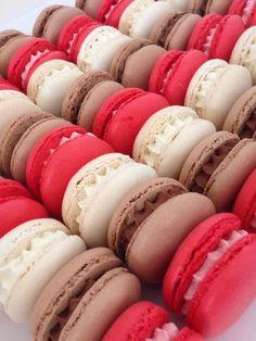 Ganaches for macaroons Strawberry, vanilla or chocolate Macarons, Yummy Treats, Delicious Desserts, Sweet Treats, Ganache Macaron, Whole30 Fish Recipes, Vegan Ice Cream, Pastry Cake, Cake Pops