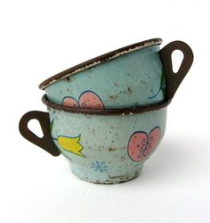 Sweet vintage tin teacups with tulips and hearts!