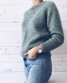 min grønne er tatt i bruk 🌿 eg har strikka den i to trådar Alpaca 1 og ein tråd Silk mohair frå Isager. til dei som… Casual Winter Outfits, Fall Outfits, Cute Outfits, Winter Sweaters, Sweater Weather, Pullover Outfit, Winter Wardrobe, Sweater Outfits, Cardigans For Women