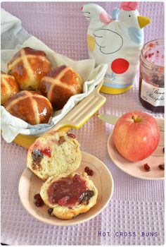 Hot cross buns – Paul Hollywood's recipe – Jo the tart queen British Bake Off Recipes, Great British Bake Off, Cross Buns Recipe, Bun Recipe, Easter Hot Cross Buns, British Baking, Samos, Easter Recipes, Easter Food