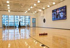 Despues de la reunión de trabajo, date la vuelta por nuestra cancha de baloncesto para liberar el estrés. #Miami #deportes  JW Marriott Marquis Miami