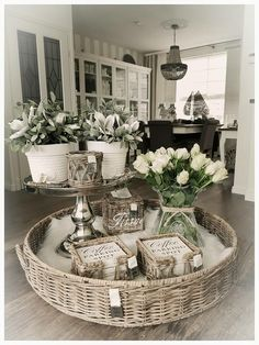 Very neat coffee table decoration, table decoration . Farmhouse Decor, Decor, Decorating Coffee Tables, Interior Design Living Room, Elegant Kitchens, Table Centerpieces, Table Decorations, Table Centerpiece Decorations, Farmhouse Decor Living Room