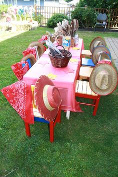 Jessie cowgirl party - craft table