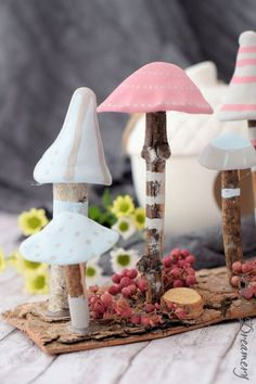 Magical mini mushrooms create a magical autumn mood in your home. DIY instructions Magical mini mushrooms create a magical autumn mood in your home. Farmhouse Style Decorating, Porch Decorating, Farmhouse Decor, Easy Fall Crafts, Diy And Crafts, Crafts For Kids, Fall Diy, Summer Crafts, Creative Crafts