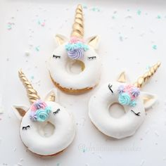Use Mimi donuts instead unicorn cupcakes Cupcakes, Cupcake Cakes, Donut Cakes, Unicorn Foods, Unicorn Cakes, Unicorn Donut, Easy Unicorn Cake, Unicorn Cake Pops, Unicorn Gifts
