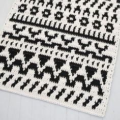Amazing crocheted back and white rug, designed by Molla Mills for Lankava. Get the pattern and the yarn at www. Diy Crochet Rug, Modern Crochet, Crochet Hooks, Rug Yarn, White Rug, Crochet Animals, Diy Kits, Folklore, Twine