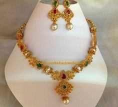 Uncut Necklace Set with South Pearls - Latest Indian Jewellery Designs Simple Necklace Designs, Diamond Necklace Simple, Gold Jewellery Design, Gold Jewelry, Gold Earrings, Necklace Set, Short Necklace, Uncut Diamond, Gold Pendant