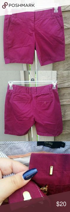 """NEW J Crew Chino Bermuda Maroon Cargo Shorts Sz 2 Type: Shorts Style: Chino Brand: J. Crew Size: 2 Material: 100% Cotton Color: Fuschia Measurements: Waist - 29"""" / Inseam - 7"""" / Rise - 10"""" Condition: New Without Tags - No stains, no holes, no piling  Country of Manufacturer: China J. Crew Shorts Bermudas"""