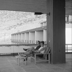 Ο θρυλικός ανανεωτής αρχιτέκτων | Protagon.gr Modern Buildings, Modern Architecture, Tropical Houses, In A Heartbeat, Pavilion, Athens, Greece, My Design, Beats