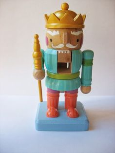 This cheery king is ready to chomp some almonds and walnuts.