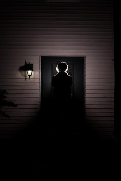 Eerie   Creepy   Surreal   Uncanny   Strange   不気味   Mystérieux   Strano    Man at the Door by Lynn Wirth on 500px