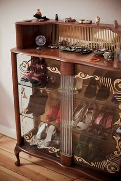 Shoe storage/display idea from the home of Tatjana Sprick #closet #dressing_room #organization #shoes