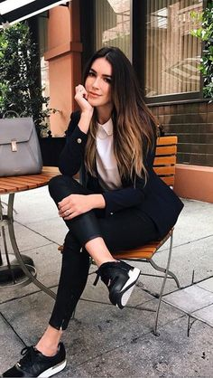 25 Casual Chic Spring Outfits For Women - Bafbouf - Casual Work Outfits Casual Work Outfits, Mode Outfits, Work Casual, Fashion Outfits, Sneakers Fashion, Black Sneakers Outfit, Sneakers Style, Dress Outfits, Black Rubber Shoes Outfit