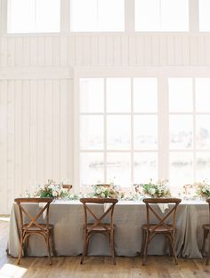 La Tavola Fine Linen Rental: Tuscany Natural | Photography: D'Arcy Benincosa, Planning: Marae Event Management, Florals: Tinge Floral, Venue: River Bottoms Ranch, Tabletop Rentals: Wild Event Studio