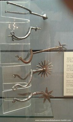 No. 1: plain rhombic thorn (beginning 11th century)    No. 2: pointy thorn with eylet for the strap (beginning 13th century)    No. 3: small wheel with eight points (14th/15th century)    No. 4: big wheel on short stem with 16 points (beginning 15th century)    No. 5: a big jagged wheel type (around 1400)