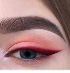 Red eyeshadow with bright red, sharp winged eyeliner. Eyeshadow ideas, eyeshadow Red eyeshadow with bright red sharp winged eyeliner. Eyeshadow ideas eyeshadow - Das schönste Make-up - Red eyeshadow with bright red sharp winged eyeline - Makeup Hacks, Makeup Goals, Makeup Inspo, Makeup Inspiration, Makeup Tips, Makeup Ideas, Makeup Basics, Style Inspiration, Hair Hacks