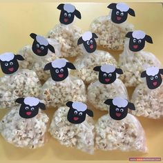Our Sheep from Popcorn - Minik Hediyeler (tiny gifts) - Kids Crafts, Food Crafts, Baby Crafts, Diy And Crafts, Paper Crafts, Kids Art Galleries, Homemade Carrot Cake, Food Art For Kids, Tiny Gifts