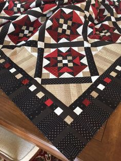 Love this boarder Scrappy Quilts, Baby Quilts, Quilt Block Patterns, Quilt Blocks, Quilt Boarders, Black And White Quilts, Quilt Binding, Small Quilts, Square Quilt