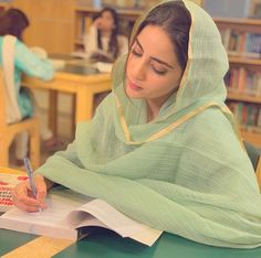 Blackpink Fashion, Muslim Fashion, Indian Fashion, Fashion Outfits, Cute Muslim Couples, Muslim Girls, Pakistani Girl, Pakistani Actress, Beautiful Suit
