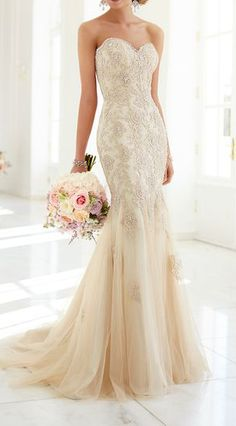 vintage lace wedding dress. Love the color