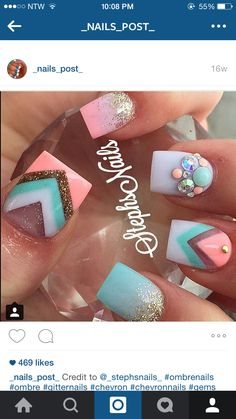 Nail art design on short nails with glitter