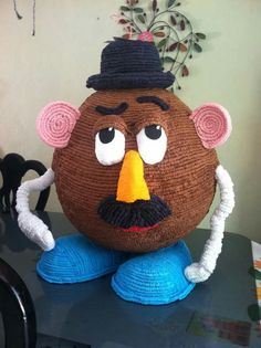 Pinata Ideas, Toy Story Birthday, Crochet Hats, Christmas Ornaments, Holiday Decor, Party, Paper Crafting, Tags, Crafting