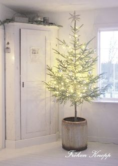 Love this simple little Christmas tree