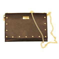 Carteira com tachinhas douradas e alça de corrente! Para comprar, acesse: http://www.sollamaria.com.br/pd-753d0-livia-preta.html?ct=&p=1&s=1