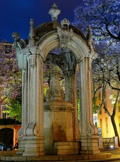 Fountain do Largo do Carmo, Lisbon Portugal. Our 25 fab fountains in Europe: http://www.europealacarte.co.uk/blog/2013/06/24/fountains-in-europe