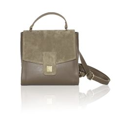 Nova Backpack, ένα χειροποίητο γυναικείο σακίδιο πλάτης από οικολογικό ανακυκλωμένο δέρμα και καπάκι από γνήσιο δέρμα suede. Φοριέται με 2 τρόπους. Mocca, Handmade Bags, Leather Backpack, Fashion Backpack, Backpacks, Shoulder Bag, Handmade Handbags, Leather Backpacks, Shoulder Bags