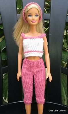 Lyn's Dolls Clothes: Barbie knitted capri pants and cropped top ~ FREE - KNITRavelry: barbie capri pants and a short top from linda maryFingering This design is made in yarn - ideal for using up those scraps of in your stash. The legs of the pants are kni Barbie Knitting Patterns, Knitting Dolls Clothes, Barbie Clothes Patterns, Crochet Barbie Clothes, Doll Clothes Barbie, Barbie Dress, Clothing Patterns, Dress Patterns, Shirt Patterns