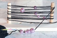 braccialetti fai da te, braccialetti con perline, braccialetti con fili di lana, braccialetti originali, braccialetti perle, telaio claretta,