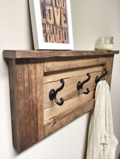 Rustic Wooden Entryway Walnut Coat Rack by cherrytreegallery Wooden Wall Hooks, Wooden Rack, Unique Woodworking, Popular Woodworking, Easy Woodworking Projects, Wall Hook Rack, 2x4 Wood Projects, Diy Home Decor Projects, Minecraft Skins