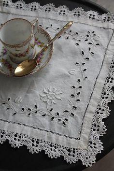 """""""France antique lace mat"""" Kokin-Fuat Coconfouato [antique lighting and antique furniture] antique cross antique fabric antique textile fabric lace --cloth--"""