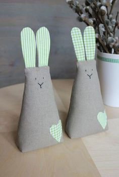 ***Juguetes de Trapo***: Conejos III ideas y patrones gratis . Felt Crafts, Easter Crafts, Fabric Crafts, Diy And Crafts, Crafts For Kids, Easter Toys, Easter Ideas, Easter Bunny, Diy Ostern