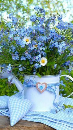 Bouquet Of Sunflowers Beautiful Flower Arrangements, Blue Flowers, Wild Flowers, Floral Arrangements, Beautiful Flowers, Daisy, Morning Flowers, Flower Power, Planting Flowers