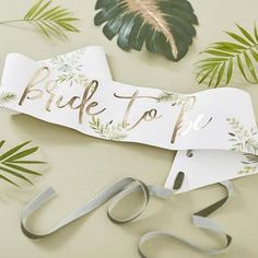 🌿Bride to Be sash in Tropical Leaves pattern, made from durable paper. The Future Mrs will love wearing this pretty sash at her Tropical Bridal Shower or Beach Bachelorette Party! Party Box, Kids Party Supplies, Wedding Supplies, Baby Shower Party Deko, Hen Party Decorations, Bachelorette Party Sash, Tropical Bridal Showers, Bride To Be Sash, Hen Party Accessories