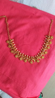 Simple Necklace Designs, Gold Necklace Simple, Gold Jewelry Simple, Gold Chain Design, Gold Bangles Design, Gold Jewellery Design, Jewelry Design Earrings, Gold Earrings Designs, Gold Haram Designs