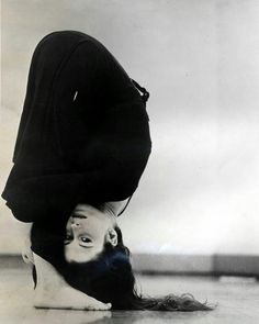 8 Challenging Yoga Poses For Core Strength - Yoga Yoga Photos, Yoga Pictures, Photoshoot Inspiration, Yoga Inspiration, Meredith Monk, Strength Yoga, Namaste, Ballet, Contemporary Dance