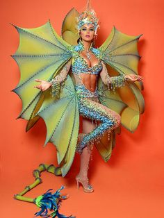 Miss Venezuela 2010, Vanessa Goncalvez y su Traje Tipico para el Miss Universo 2011.