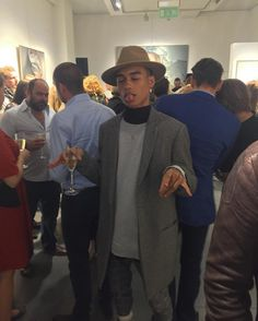 Fuck, Gabriel stoned as shit at his stepmom's art gallery thing lmao. Sun In Gemini, Men Aint Shit, Boy Outfits, Cute Outfits, King Picture, Babe, Black Hair Care, Aesthetic People, Fine Men