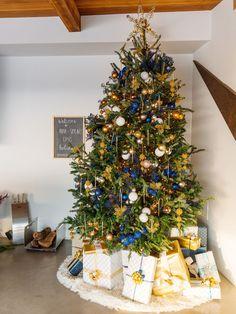 Blue and Gold Christmas Tree - ELLEDecor.com