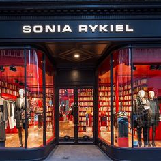 After Paris and Tokyo, Sonia Rykiel's new stoe concept in London - 2015 #mannequins #CofradMannequins