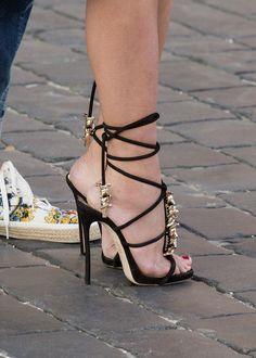https://flic.kr/p/H1GERU | Beauty in the street_436 | shoe size 7 US, 38 EU